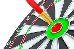 Закройте вверх по красной стрелке дротика в центре  dartboard Стоковые Фото