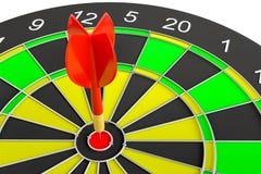 Закройте вверх по красной стрелке дротика в центре  dartboard Стоковые Фотографии RF