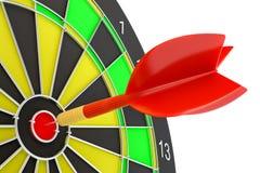 Закройте вверх по красной стрелке дротика в центре  dartboard Стоковое Изображение