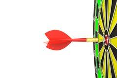 Закройте вверх по красной стрелке дротика в центре  dartboard Стоковые Изображения