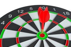 Закройте вверх по красной стрелке дротика в центре  dartboard Стоковая Фотография RF