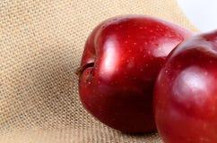 Закройте вверх по красным яблокам Стоковые Изображения