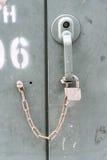 Закройте вверх по ключу заржаветых старых шкафчиков Стоковое фото RF