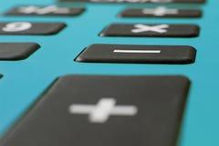 Закройте вверх по макросу снятому калькулятора Калькулятор сбережений Калькулятор финансов Экономика и домашняя концепция Калькул Стоковое фото RF