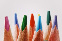 Закройте вверх по макросу снятому nibs карандаша кучи карандаша цвета Стоковые Фото