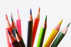 Закройте вверх по макросу снятому nibs карандаша кучи карандаша цвета Стоковая Фотография RF