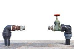 Закройте вверх по метру старого и пакостного клапана воды из крана отсутствующему на бетоне Стоковая Фотография