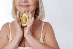 Закройте вверх половины авокадоа Стоковые Фотографии RF