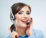 Закройте вверх по оператору центра телефонного обслуживания женщины Усмехаясь por бизнес-леди Стоковое Изображение