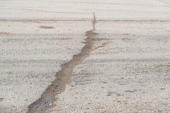 Закройте вверх по отказу дорожного покрытия асфальта покуда хрупкий Стоковые Изображения