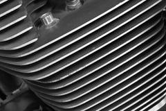 Закройте вверх по охлаждающим ребрам цилиндра стиля мотоцикла черно-белого Стоковое Изображение