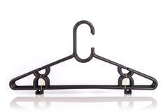Закройте вверх по пакету новой черной вешалки одежд изолированной на белизне Стоковые Изображения RF