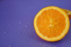 Закройте вверх по половине свежего апельсина пупка Стоковые Изображения