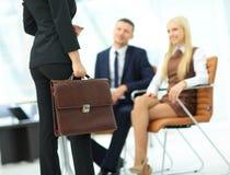 Закройте вверх по портрету бизнес-леди с портфелем Стоковое Изображение