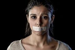 Закройте вверх по портрету молодой привлекательной женщины с ртом и губ загерметизированных в задержанной клейкой ленте Стоковая Фотография RF