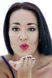 Закройте вверх по портрету привлекательной молодой женщины дуя поцелуй Стоковая Фотография
