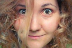Закройте вверх по портрету утра усмехаясь милой женщины Стоковое Фото