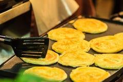 Закройте вверх по поставщику варя для южных плоских хлеба, mataba, или roti Стоковое Фото