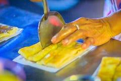Закройте вверх по поставщику варя для южных плоских хлеба, mataba, или roti Стоковое Изображение RF