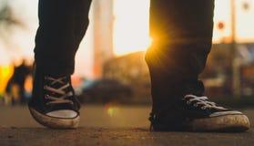 Закройте вверх по прогулке в городе Стоковое Фото