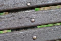 Закройте вверх по планкам от старой деревянной скамьи Стоковые Изображения