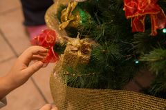 Закройте вверх по рождеству decoration-2-2 смертной казни через повешение ребенка стоковое изображение