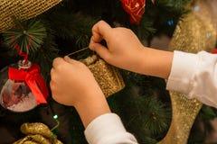 Закройте вверх по рождеству decoration-2 смертной казни через повешение ребенка стоковое фото