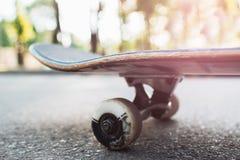Закройте вверх по скейтборду, предпосылке оборудования спорта Стоковое Изображение
