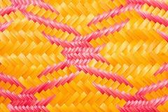 Закройте вверх по сплетенным бамбуковым сумкам и basketry картины проходя на indentity общины Стоковые Фото