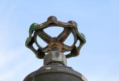 Закройте вверх по стали трубопровода клапана воды которая кран ipe ржавчины Стоковые Фотографии RF