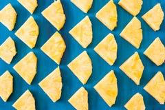 Закройте вверх по текстуре предпосылки картины ананаса куска стоковая фотография