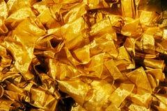 закройте вверх по текстуре ткани сатинировки золота Стоковое Изображение