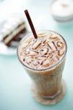 Закройте вверх по холодному latte стоковые фотографии rf
