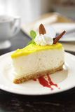 Закройте вверх по чизкейку лимона Стоковая Фотография