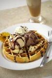 Закройте вверх по waffle и мороженому стоковая фотография rf