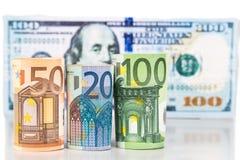 Закройте вверх примечания валюты евро против доллара США Стоковые Изображения RF