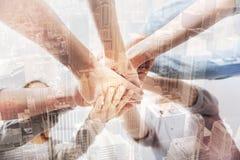 Закройте вверх профессиональных предпринимателей держа руки совместно Стоковое Изображение