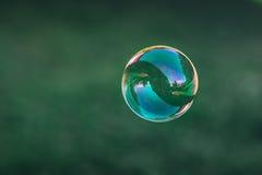 Закройте вверх пузыря мыла летания Стоковая Фотография