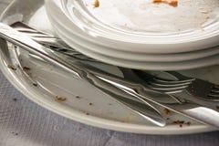 Закройте вверх пустых пакостных блюд в ресторане Стоковая Фотография RF