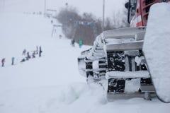 Закройте вверх плужка снега на лыжном курорте Стоковые Изображения RF