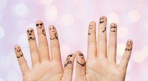 Закройте вверх рук и пальцев с сторонами smiley Стоковое Изображение