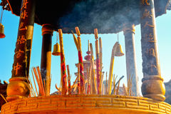 Закройте вверх ручек ладана на монастыре 10 000 Будда в Hong Стоковое Изображение RF