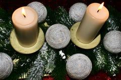 Закройте вверх света горящей свечи стоковое изображение rf