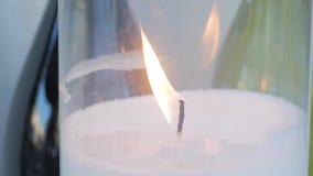 Закройте вверх свечи с огнем видеоматериал