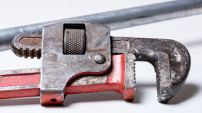 Закройте вверх старого ключа для труб Стоковое Изображение