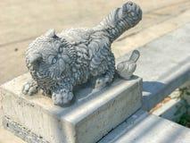 Закройте вверх старой статуи кота Стоковая Фотография RF