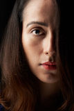 Закройте вверх стороны женщины покрытой с волосами Стоковые Изображения RF