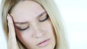 Закройте вверх стороны женщины с головной болью, фрустрацией, напряжением Стоковая Фотография RF