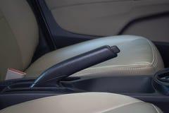 Закройте вверх стояночного тормоза автомобиля стоковое изображение