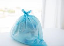 Закройте вверх сумки хлама с поганью дома Стоковая Фотография
